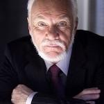 Malcolm McDowell als Linderman